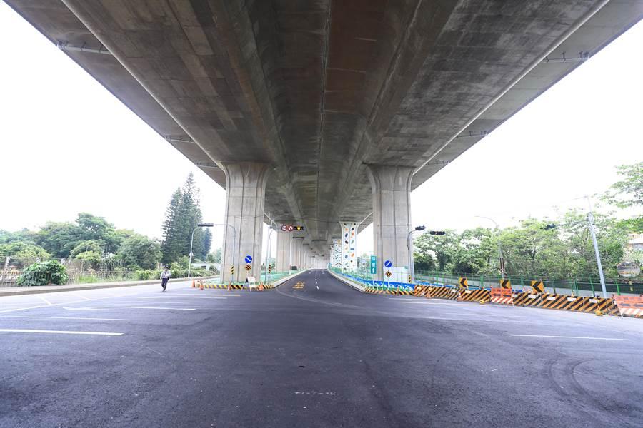 豐原區國4下方臨時道路完工,長達540公尺將可降低交通衝擊。(陳淑娥攝)