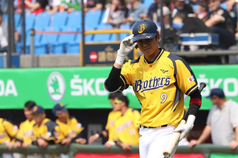 王威晨今年表現不如以往,總教練將他先移開第一棒。(中信兄弟提供)