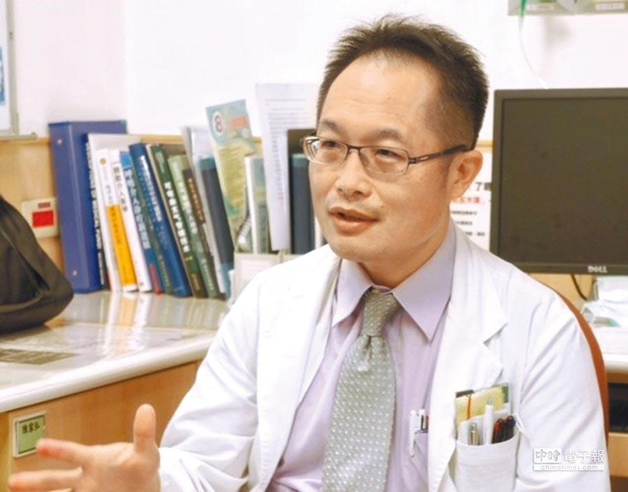 中國附醫胸腔內科主任涂智彥表示,新型癌症免疫治療藥物,突破晚期肺癌低存活率的困境。(涂智彥提供)
