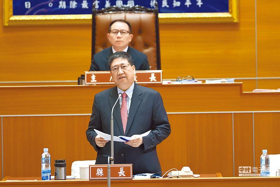 新竹縣長楊文科上任122天首次在議會做施政報告。(羅浚濱攝)