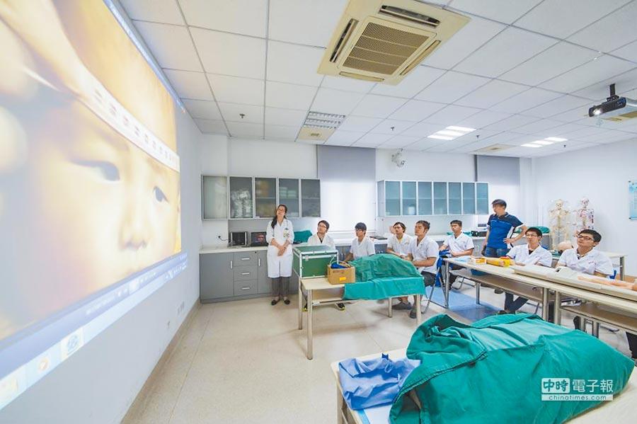 上海市第一人民醫院透過5G技術,為患者帶來更多伸手可及的就醫獲得感與安全感。(取自上海交大醫學院官網)