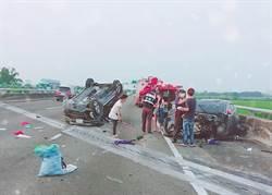 中山高水上交流道附近車禍 4人受傷,禍車朝天「躺」著