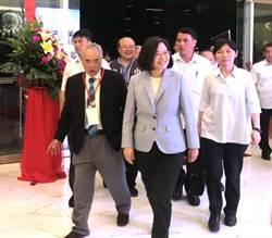 蔡總統出席小英之友會 支持者大爆桌