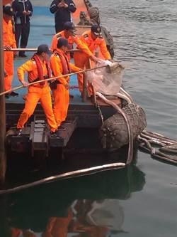 偷排廢油 海巡防堵避免汙染擴張