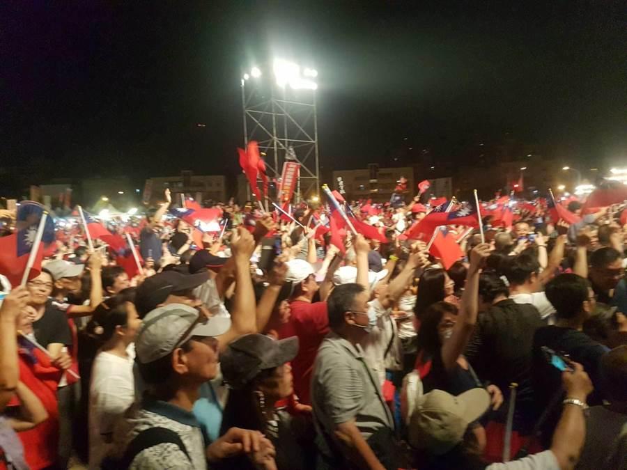高雄韓國瑜抵達感受大會現場,現場韓粉熱烈歡呼。(資料照,劉宥廷攝)
