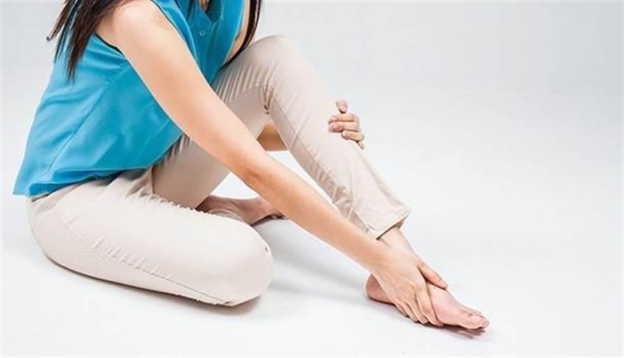 踮腳尖有助於預防水腫。圖片來源:康健雜誌