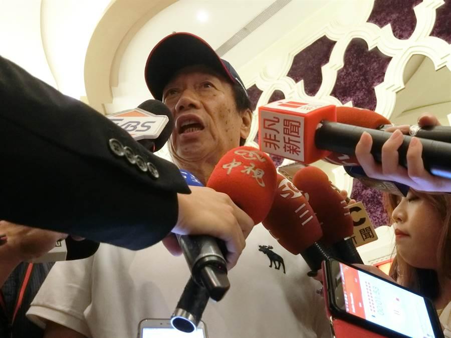 鴻海董事長郭台銘28日表示,我們為什麼要中國人打中國人?應該把省下來的錢到全世界發展科技。(盧金足攝)