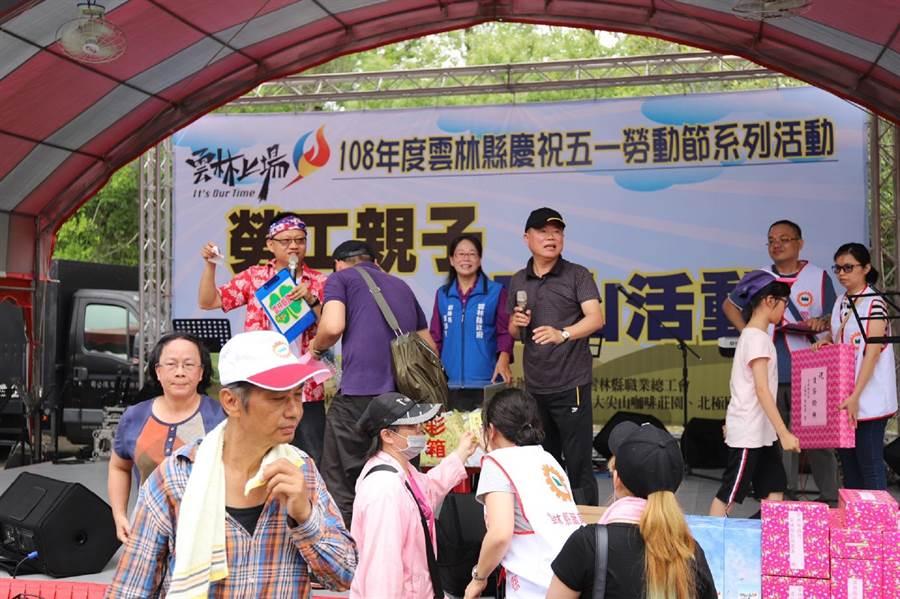 雲林縣舉辦51勞動節親子登山活動,鼓勵勞工運動紓壓。(張朝欣攝)
