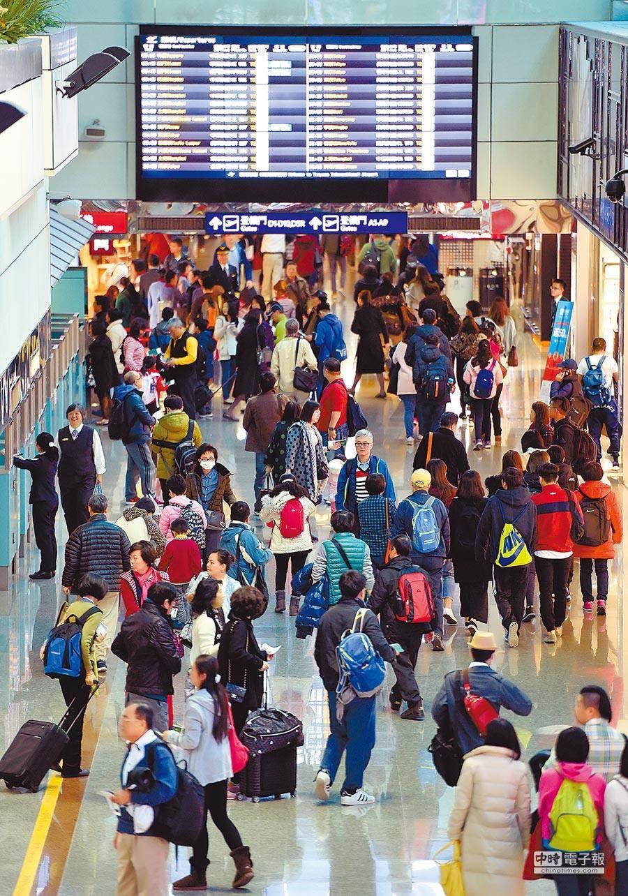 春節連假是國人出國高峰。(本報資料照片)