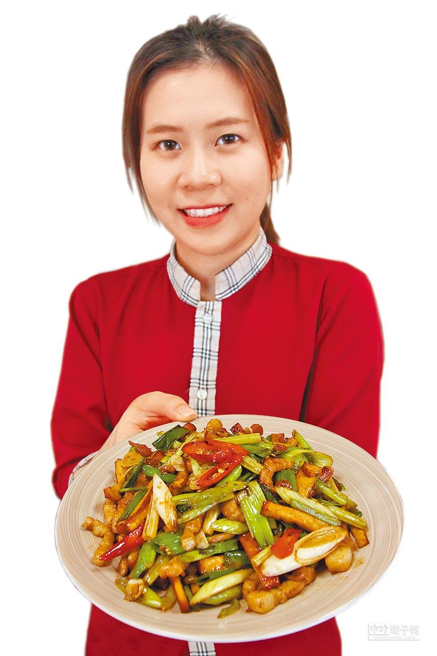 「暖心園餐廳」的客家小炒食材軟嫩、香鹹有味。(陳淑芬攝)