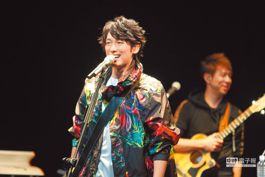 藤冈靛以歌手身分返台,偶像魅力不输当年。