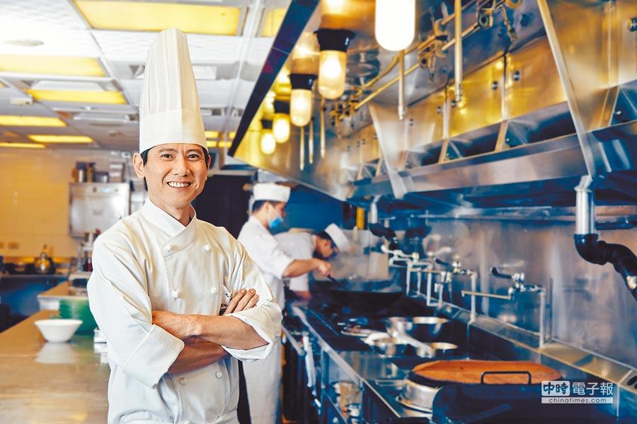 請客樓行政主廚林菊偉率領團隊在今年連續摘2星。(請客樓提供)