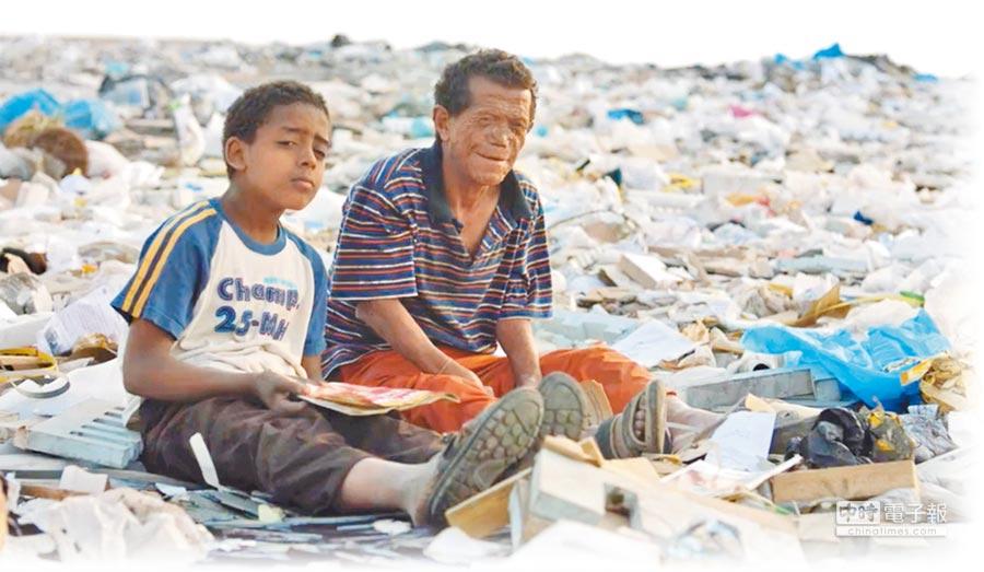 電影敘述痲瘋院男子(右)在孤兒學徒協助下,展開尋親之旅。(海鵬提供)