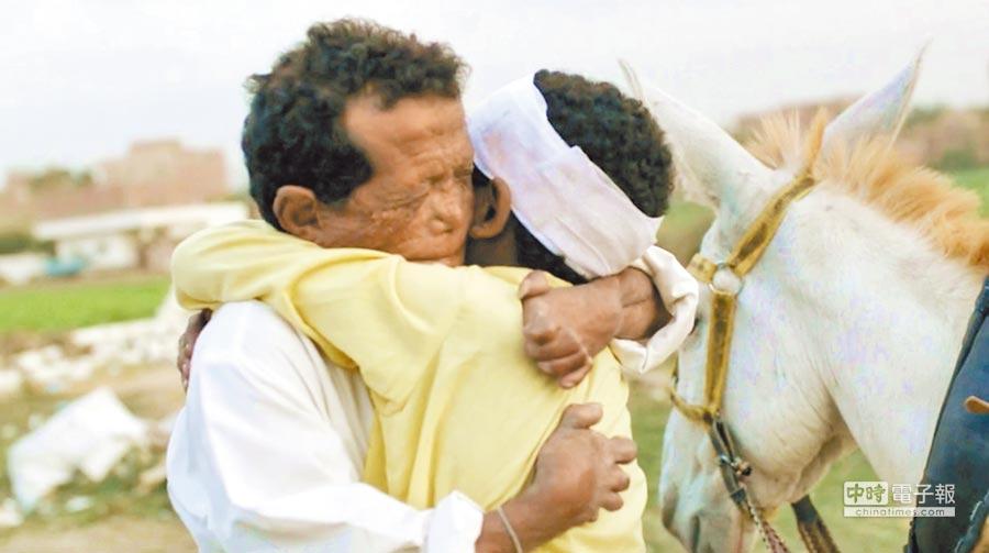 埃及素人演員瑞迪賈麥爾(左)飾演主角「巴薛」。(海鵬提供)