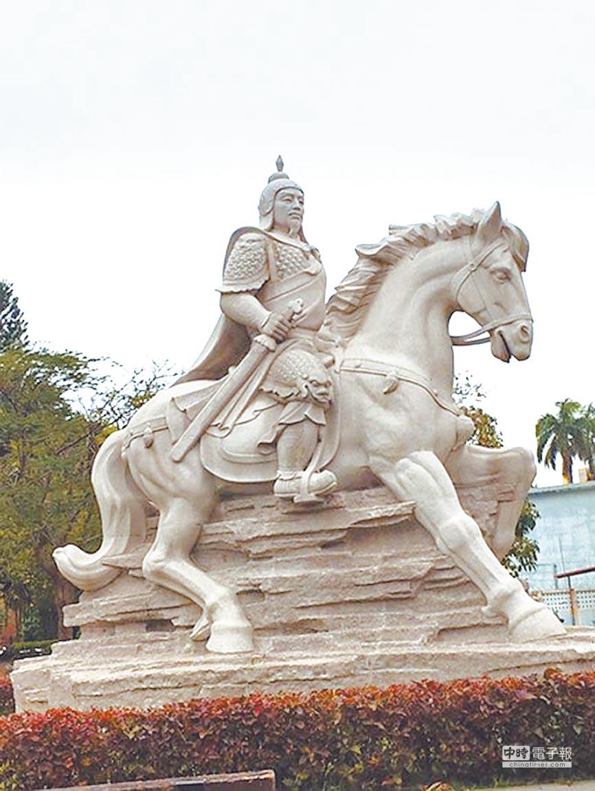 台南市延平郡王祠的大型鄭成功石像,是在福建廈門打造的。(本報資料照片)