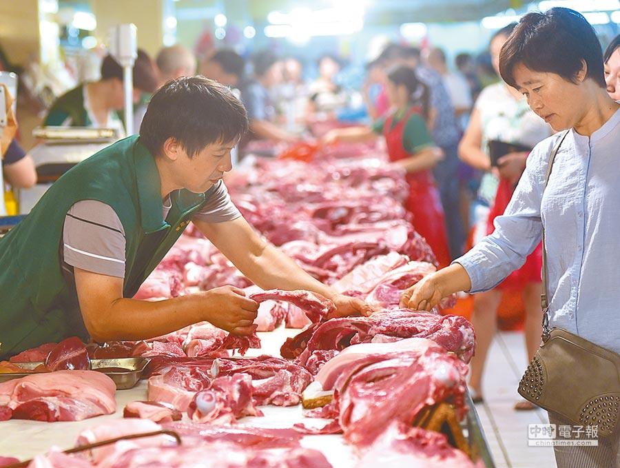大陸豬肉價格居高不下,帶來一波民生物價漲勢。(新華社)