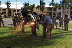 美軍測試隨身熱焰噴燈 可燒熔金屬障礙