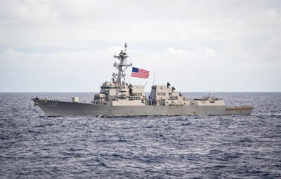 「勞倫斯」號驅逐艦2018年穿越太平洋的資料照。(美國海軍)
