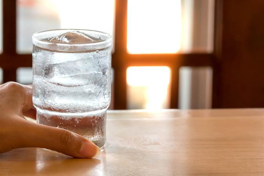 很多中醫的觀點喝冷水對身體不好。(圖/達志影像)