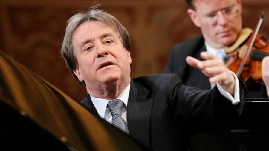 鋼琴老將布赫賓德本周訪台,要為新世代彈琴。(牛耳提供)