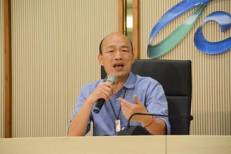 高雄市長韓國瑜親自公布去年選舉收支,證實蔡正元爆料資訊不實,「他欠我一個道歉,若連道歉都不道歉,朋友到此為止」。(林宏聰攝)