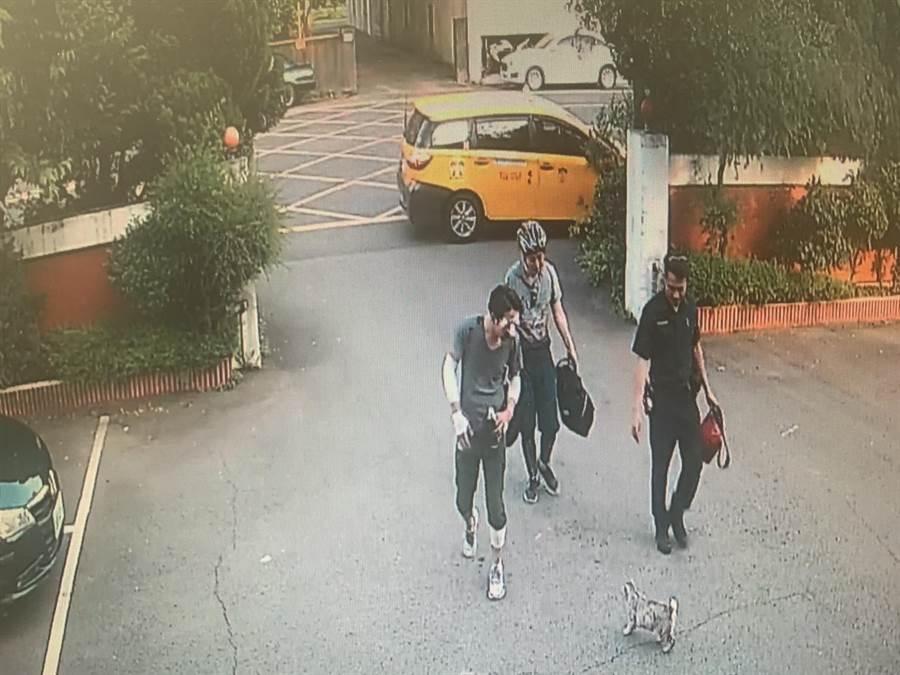警方協助日籍男子就醫及尋友。(警方提供)