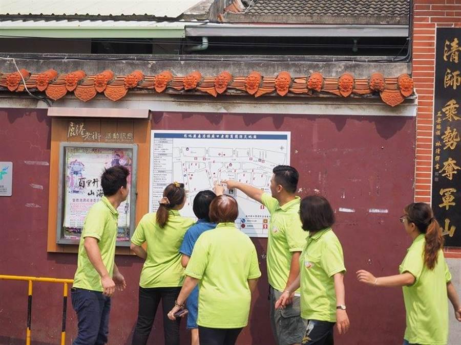 彰化縣消防局在鹿港老街商圈設置防災觀光地圖,清楚標示滅火器、AED各項消防安全設備及避難處所位置。(謝瓊雲翻攝)