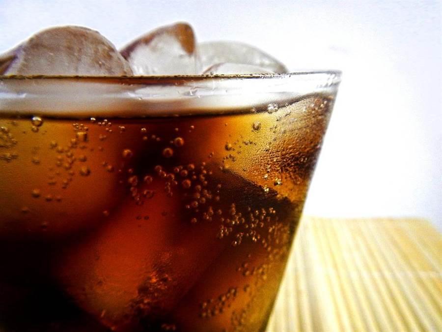 每天一杯飲料,醫曝20年恐怖後果。(達志影像)