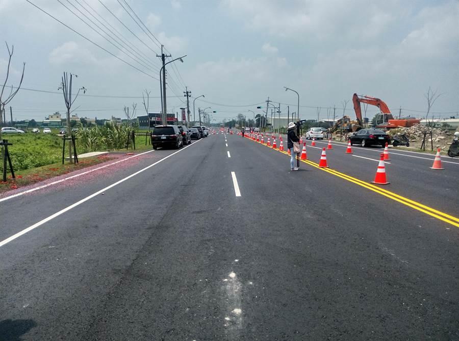 雲林高鐵站南側連外道路完工通車,寬敞筆直。(許素惠攝)