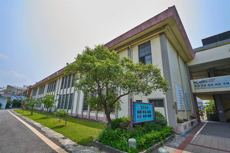 新竹市育贤国中建校已超过60年,校内多栋校舍已老旧且耐震是数不足,市府将投入2.4亿进行整修。
