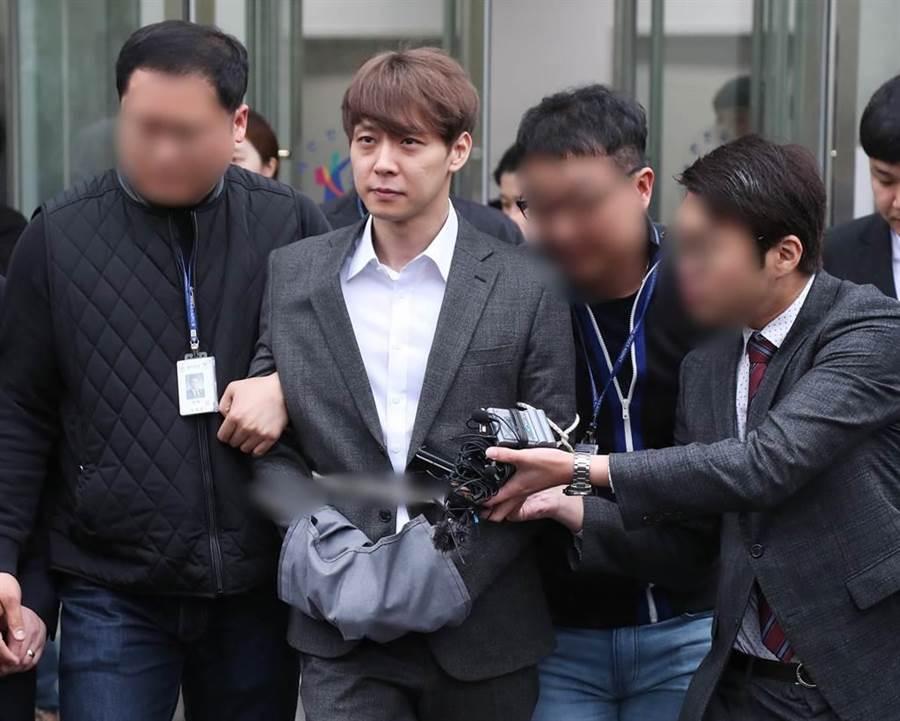 朴有天日前接受完調查被拘留,29日終於承認吸毒。(圖/達志影像)