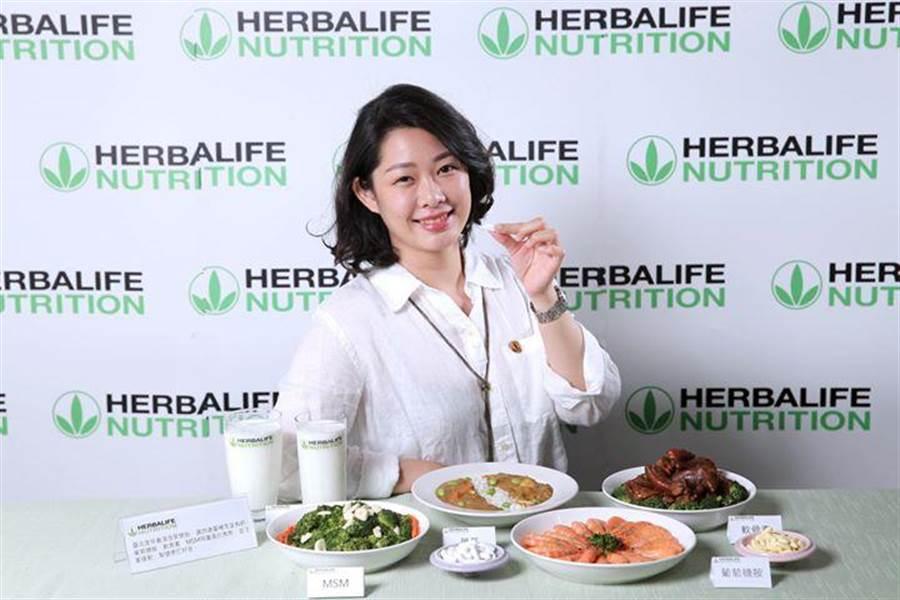 賀寶芙資深營養師林若君建議,可以適時補充鈣片,並多曬太陽、多運動。(圖/賀寶芙)