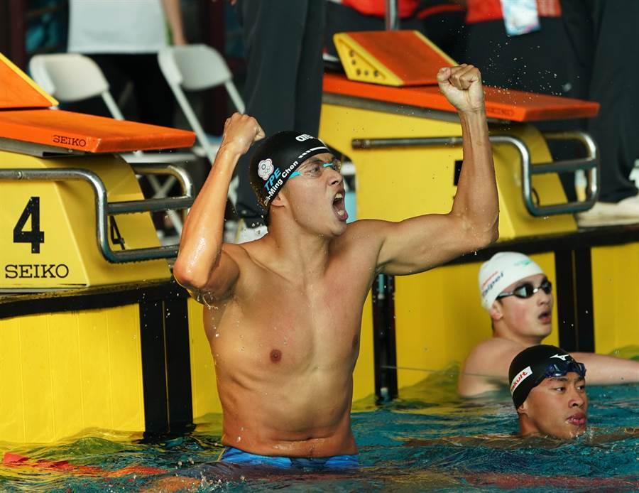 台灣體大陳志明在108全大運游泳公開男子組100公尺蛙式決賽雙破大會及全國紀錄。(大會提供)