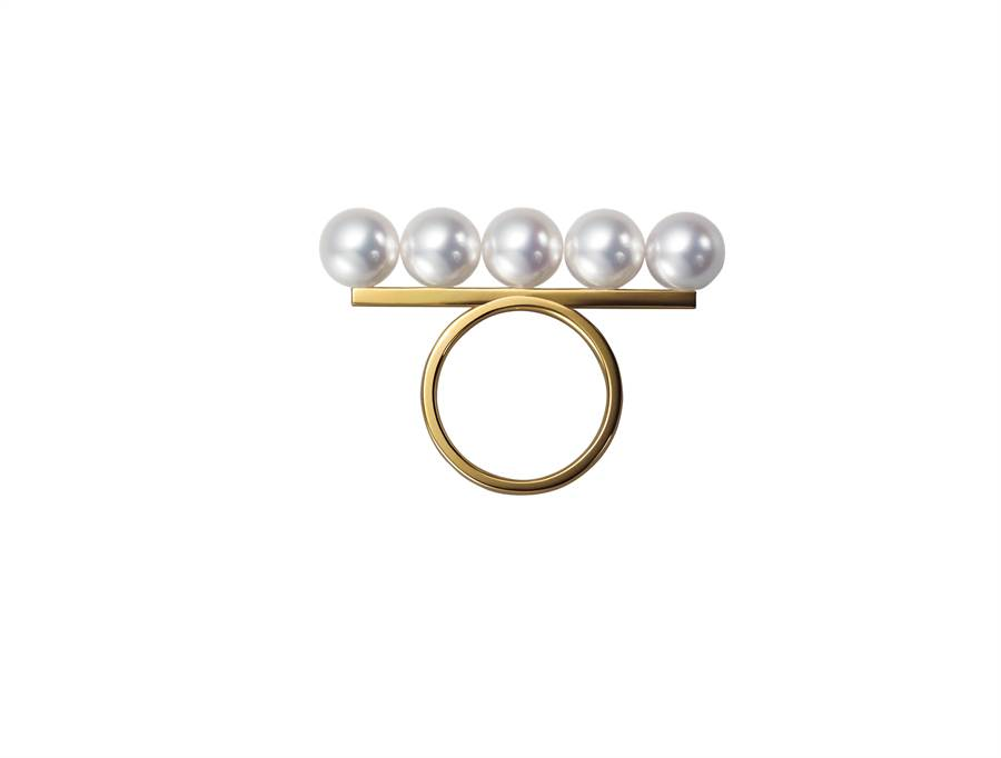TASAKI的Balance signature 珍珠黃K金戒指,8萬3900元。(TASAKI提供)