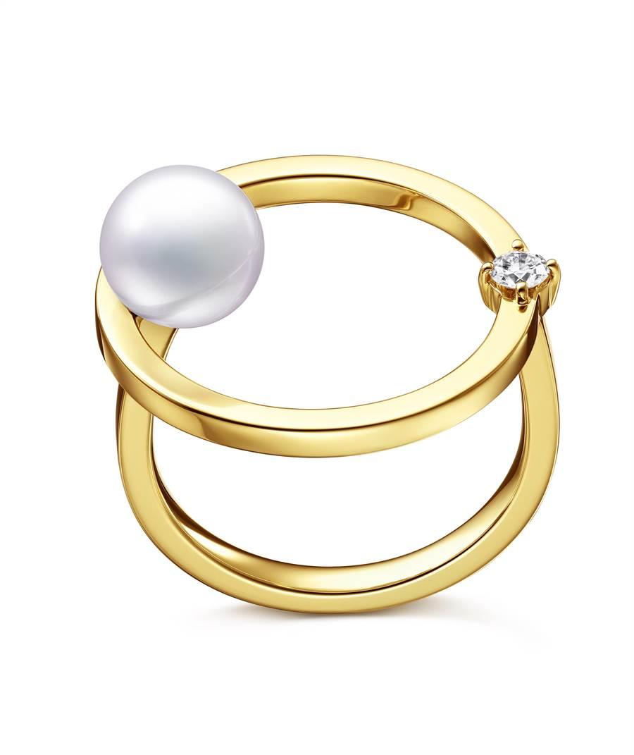 TASAKI的Kinetic 鑽石珍珠黃K金戒指,7萬500元。(TASAKI提供)