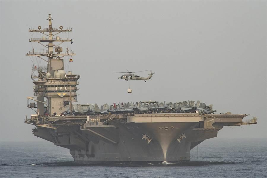 針對伊朗無人機抵近航拍艾森豪號航母影片,美海軍宣稱,自2016年後艾森豪號未再進入過波斯灣地區。圖為艾森豪號2016年部署在波斯灣。(圖/美國海軍)