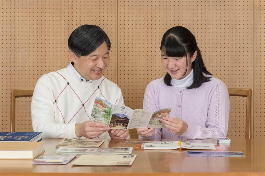 德仁僅有女兒愛子一個後代,日本社會曾經思考愛子能否成為女天皇。(圖/美聯社)