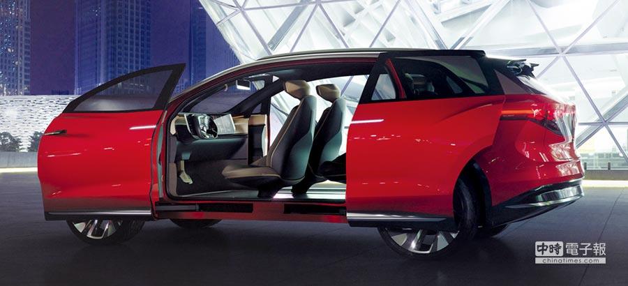 ID. ROOMZZ擁有前後對開的滑門式設計,創造寬敞舒適的車室空間。圖/台灣福斯汽車提供