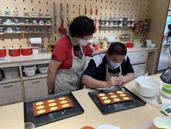 衡山基金會學員做蛋糕 母親節獻上愛的祝福