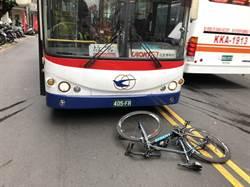 自行車、大客車對撞  騎士傷重不治