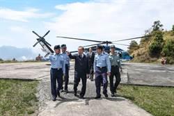 軍友社理事長李棟樑前往樂山營區勞軍