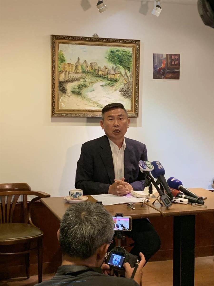民進黨前副秘書長李俊毅今舉行記者會指控,指民調初選有舞弊之嫌。(郭建伸攝)