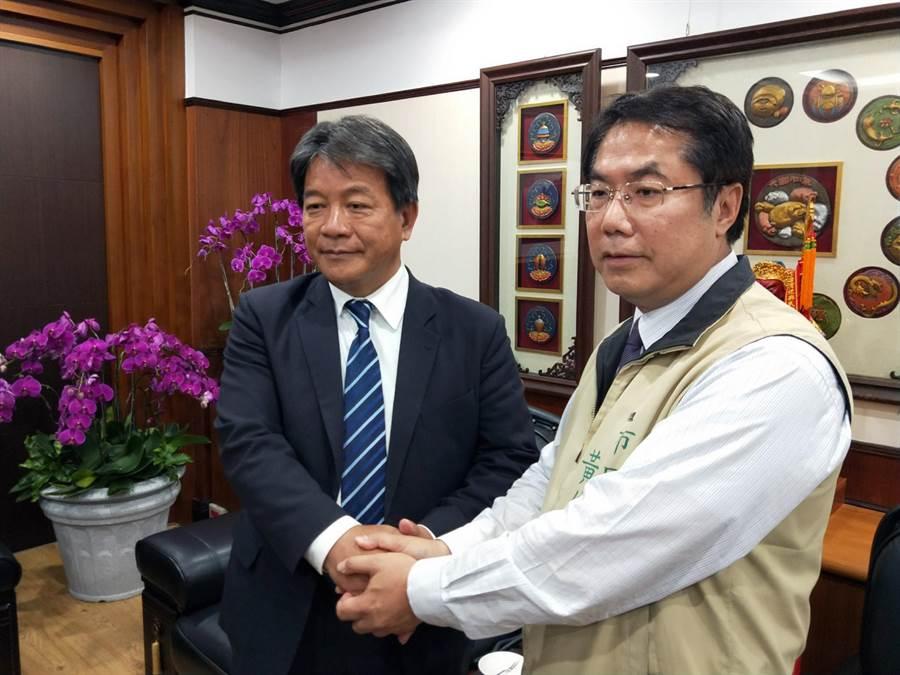 台南市政府提出總金額10億多元的墊付案卡關,市長黃偉哲主動拜會議長郭信良尋求支持。(洪榮志攝)