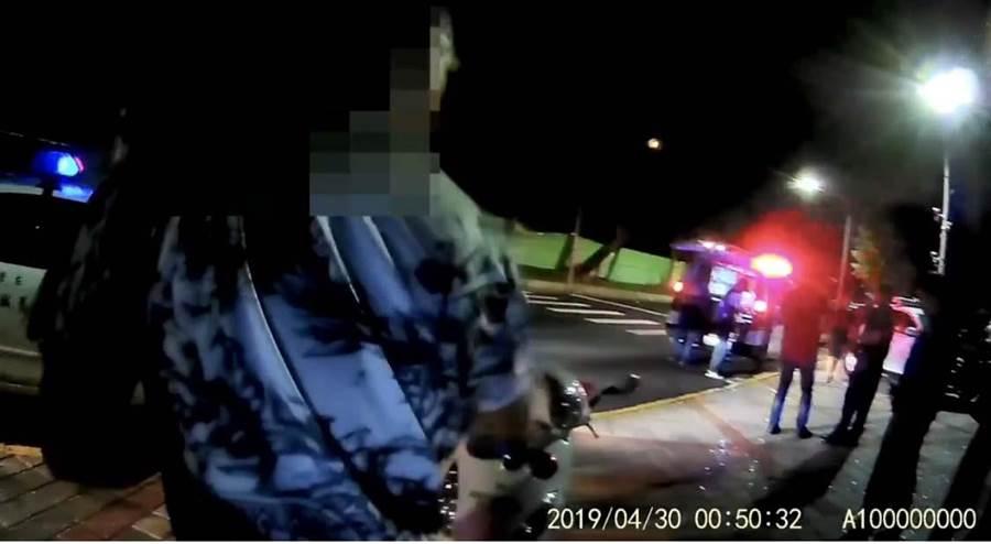 左營區30日凌晨發生青少年互毆事故,警方凌晨獲報趕到現場。(林雅惠翻攝)