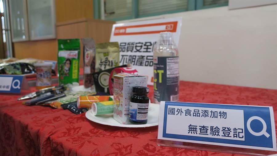 多數網路上販售的保健食品,未經申報、不合法輸入(代購),完全沒有中文產品資訊和成分標示,安全堪慮。(謝瓊雲攝)