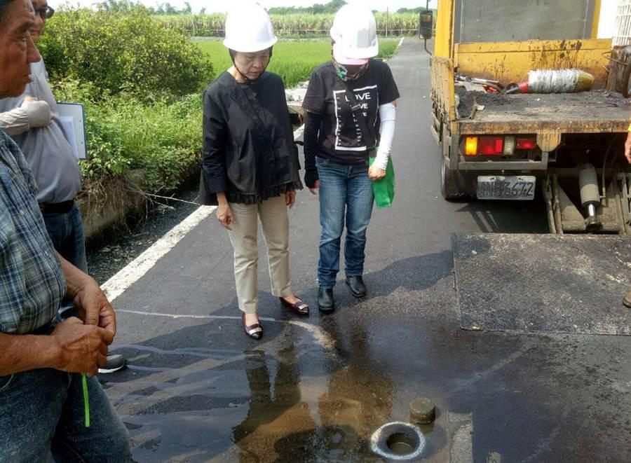 田中鎮長洪麗娜(右二)親自帶隊複驗工程。(鐘武達攝)