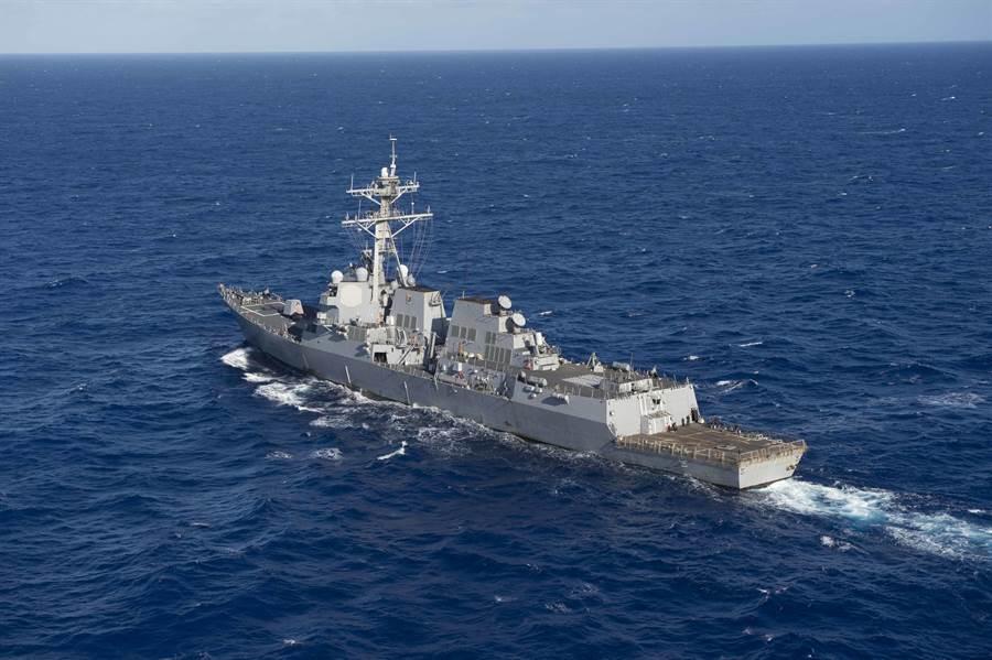 美軍勞倫斯號導彈驅逐艦與史塔森號導彈驅逐艦於4月28日穿越台灣海峽,並在經過台中港時打開自動識別系統,主動公開宣示其航行任務。圖為勞倫斯號驅逐艦在太平洋航行檔案照。(圖/美國海軍)