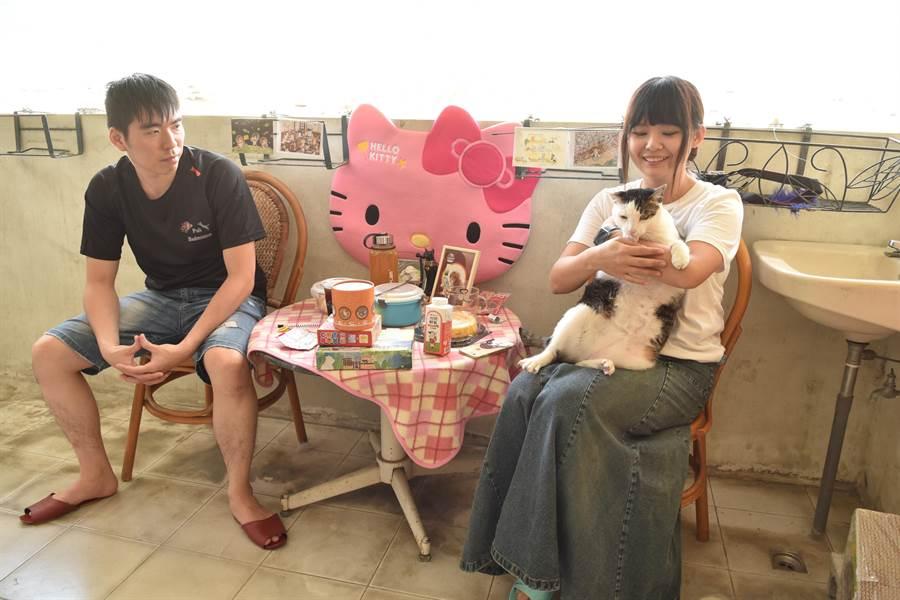 陳小藍是標準的貓奴+貓痴,生活的用品處處可見到貓咪的意象與身影。(廖肇祥攝)