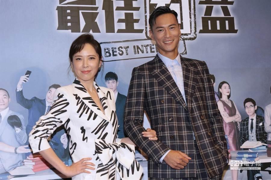 天心與鍾承翰在劇中飾演資深與菜鳥律師。(圖/記者廖映翔攝)