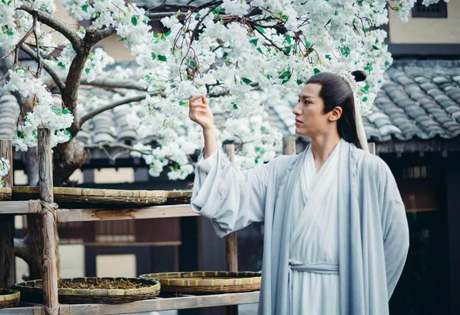 賴藝在《扶搖》中飾演醫聖宗越。(中天提供)